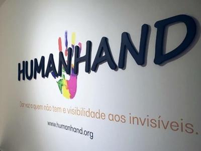 Desde a fundação a Human Hand construímos a confiança da sociedade através da nossa cultura de liderança baseada na integridade moral, na compaixão e no serviço desinteressado. Não abrimos mão dos valores e propósitos do nosso estatuto.